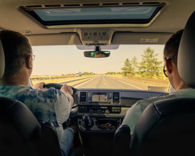 С августа российских водителей «обрадуют» новыми тарифами и штрафами