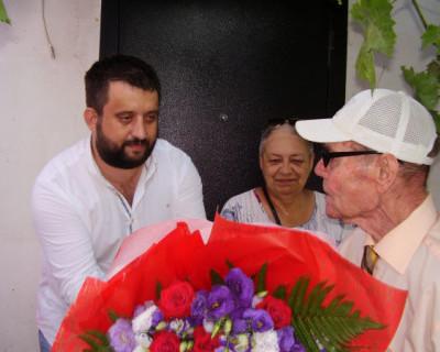 Михаил Брицын поздравил ветерана и оказал помощь жителям Северной стороны Севастополя