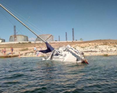 Севастопольские спасатели оказали помощь тонущему судну