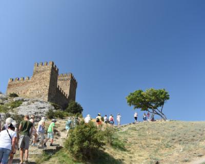 К туристам из каких регионов жители Крыма испытывают симпатию и антипатию