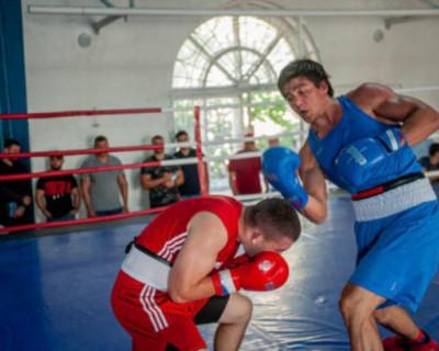 На ринге в Севастополе показали мастерство лучшие боксёры