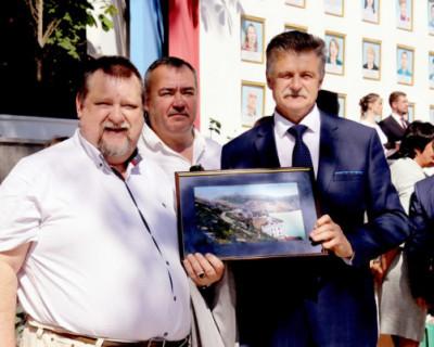 Кто додумался повесить на Доску почёта портрет директора Музея героической обороны и освобождения Севастополя Николая Мусиенко?
