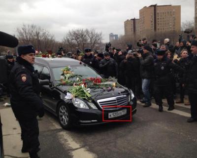 Альфред Кох опасается за свою жизнь! На номере катафалка Немцова было написано КОХ