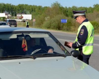 Российские водители начали получать права нового образца