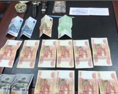 В Крыму за взятку задержаны высокопоставленные чиновники