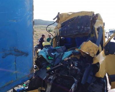 Организатор перевозки попавшего в смертельное ДТП микроавтобуса на трассе в Крыму задержан