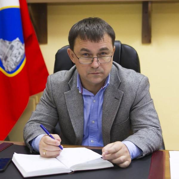 Алексей Ярусов отправляет бюджетные деньги «в семью»