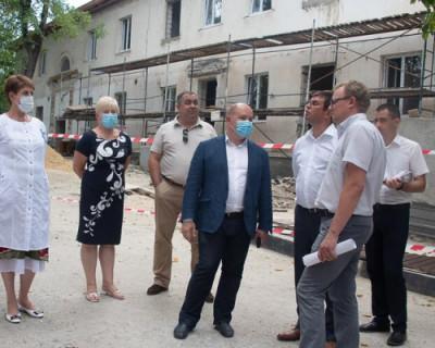 Врио губернатора Севастополя провел рабочие встречи в Инкермане