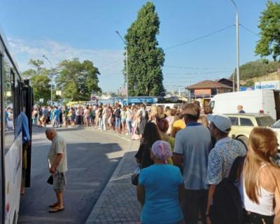 Закрытие рейда через Севастопольскую бухту привело к массовому столпотворению