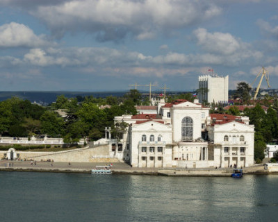 В Севастополе пятеро мужчин избили отдыхающего