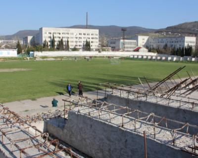 Правительство Севастополя недовольно темпом работ на стадионе «Горняк»