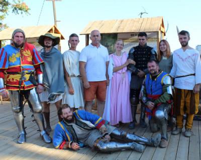 Музей под открытым небом «Крепость Алустон» стал местом настоящего средневекового сражения