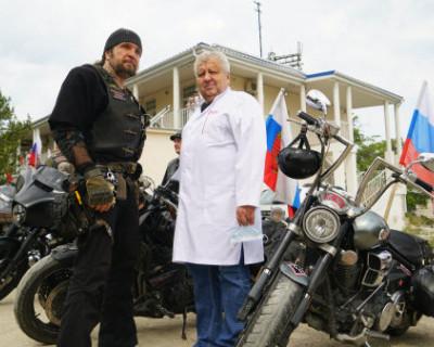 Мотоклуб «Ночные волки» отметил День флага России (ВИДЕО)