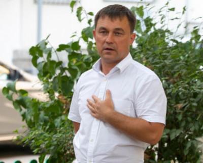 Ярусов рванул с места в карьер, так как не хочет расставаться с хлебным местом?