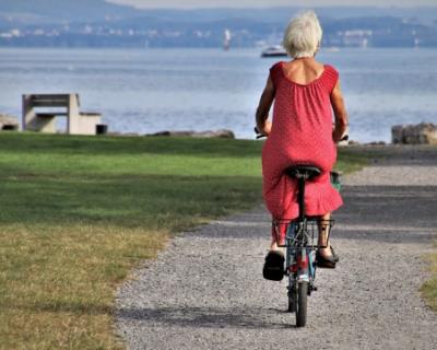 В старости 50 % россиян хотят жить у моря