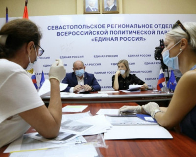 Врио губернатора Севастополя провел прием граждан