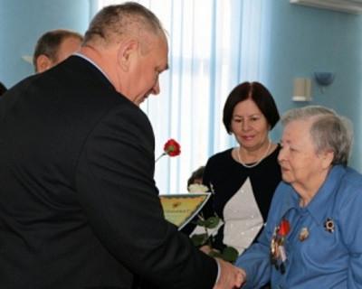 В канун Международного женского дня Правительством Севастополя вручены сертификаты на квартиры трем семьям