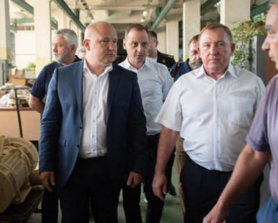 Врио губернатора Севастополя обсудил с работниками «13 завода» перспективы развития предприятия