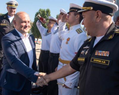 Севастополь и Черноморский флот возродили традицию шефских связей