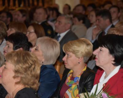 Учителям Севастополя разрешили вести уроки без масок