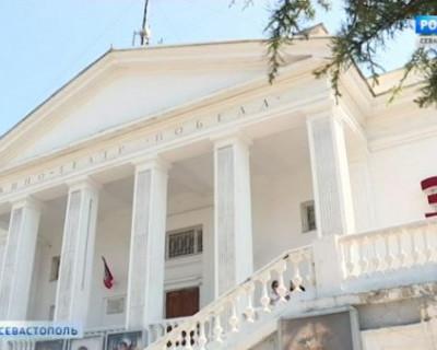 Бесплатные показы в летних кинотеатрах Севастополя продлены до 30 сентября