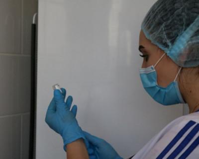 Севастопольские медики сделали прививки от коронавируса