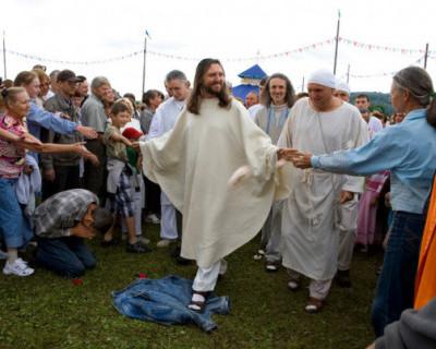 В Сибири задержали главу секты, который выдает себя за Иисуса Христа (ВИДЕО)