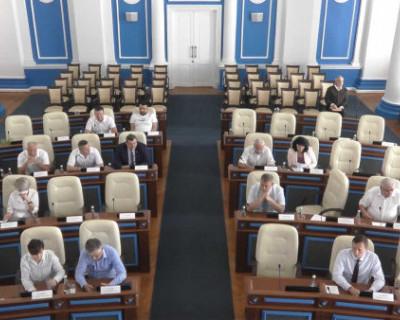 Депутаты Заксобрания Севастополя добились добавки сельским пенсионерам в 1421 рубль. А свои оклады в десять раз больше проиндексируют?