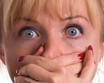 В Севастополе злоумышленник пригласил женщину на танец, а потом схватил ее сумку и скрылся