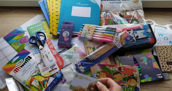 Севастопольские мамы вручили многодетным семьям и детям-инвалидам канцелярские подарки