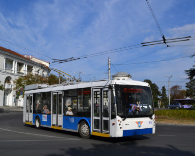 Безработных Севастополя временно трудоустроят кондукторами в троллейбусах