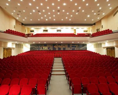 ДКР приглашает севастопольцев и гостей на спектакли в октябре