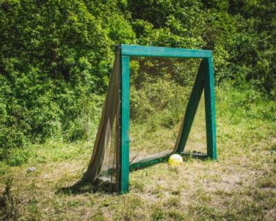 Футбольные ворота в Севастополе представляют опасность для детей и подростков
