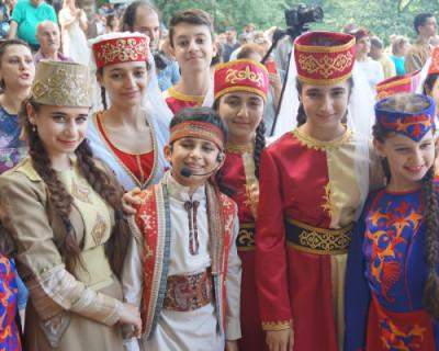 Армянская и азербайджанская общины в Крыму живут мирно