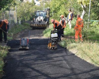 «Севавтодор» асфальтирует дорогу к дому ветерана