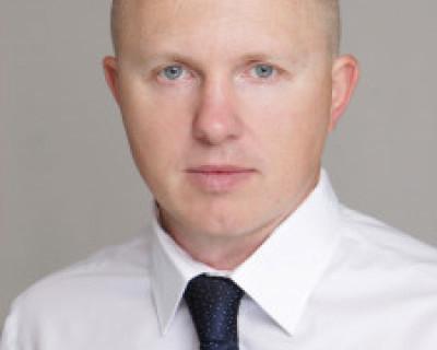 Оказывается кандидат Ощипок Олег бывший банковский служащий