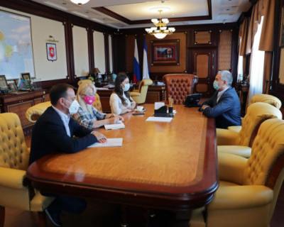 Сергей Аксёнов обсудил вопросы развития туризма в Крыму с главой Ростуризма