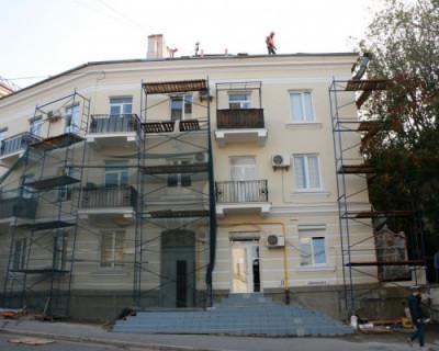 В Севастополе продолжаются работы по ремонту жилого фонда