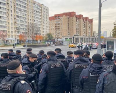 ОМОН разогнал несанкционированную демонстрацию у посольства Франции в Москве (ВИДЕО)