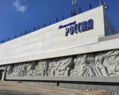 В отремонтированном за миллионы рублей кинотеатре «Россия» снова торгуют ширпотребом?