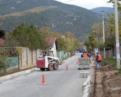 В Севастополе продолжают ремонтировать дороги