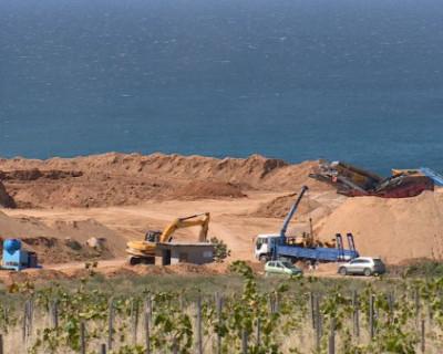 Военные отказались от покупки песка, который незаконно добывался в Севастополе