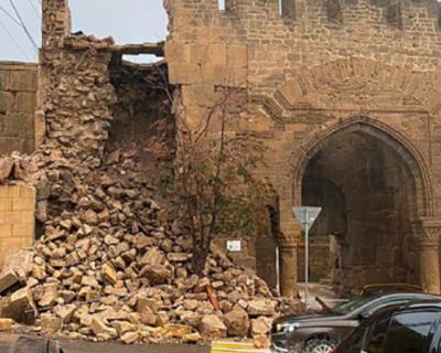 В самом древнем городе России рухнула старая крепость