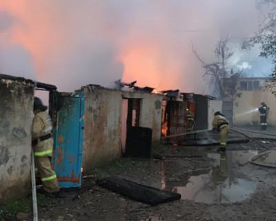Севастопольские огнеборцы ликвидировали крупный пожар в поселке Кача (ФОТО)