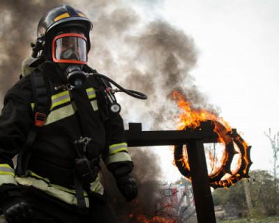 Спасатели Севастополя сжигали покрышки