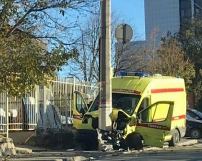 ДТП в Крыму: в результате столкновения «скорой» с легковушкой пострадали пять человек