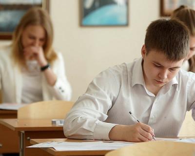 Российские школьники возмутились переносом итогового сочинения по русскому языку