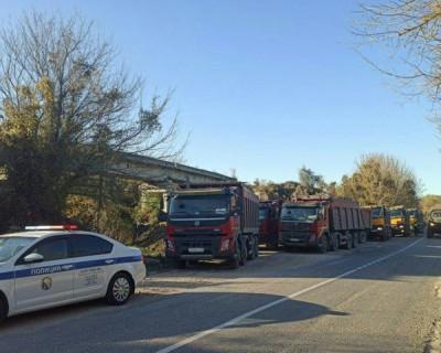 В Севастополе выявили десятки грузовиков со строительными отходами