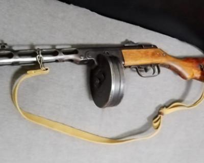 Водитель грузовика пытался ввезти в Крым пистолет-пулемет