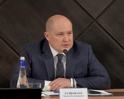 «Затемнения в полушариях» Губернатор Севастополя запретил горздраву покупать две дорогие иномарки